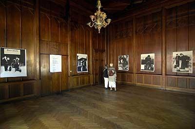 """""""Geliehene Heimat"""", 2007, Ortsbezogene Ausstellung in Starnberg HOTEL DAHEIM"""